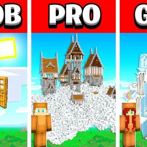 NOOB vs PRO vs GIRL FRIEND CLOUD House Build Battle in Minecraft! (Building Challenge)